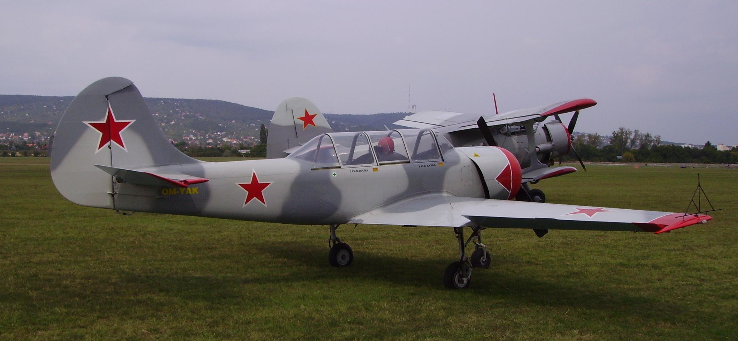 Jak-52+An-2