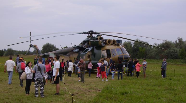 3305 Mi-8