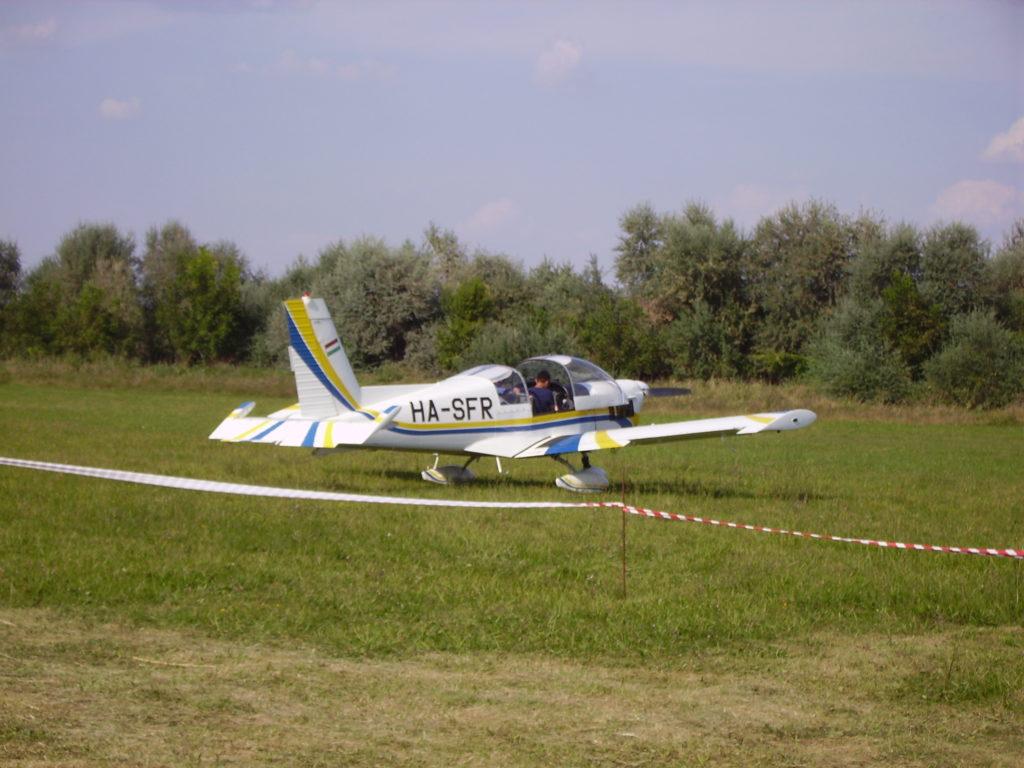 Zlin-142